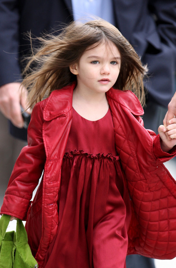 November 21, 2009: Katie Holmes and Suri Cruise go for a stroll in New York this morning whilst having a break from her film 'The Romantics' which is being filmed in Long Island. Credit: INFphoto.com Ref: infusny-04/163